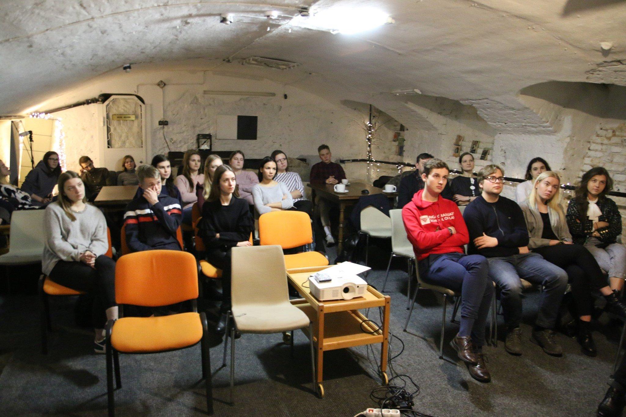 """Bijām rīkojuši Vitālija Manska dokumentālās filmas """"Putina liecinieki"""" bezmaksas seansu jauniešiem"""